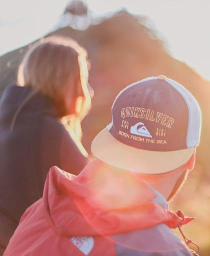 Junge Menschen auf einem Berg